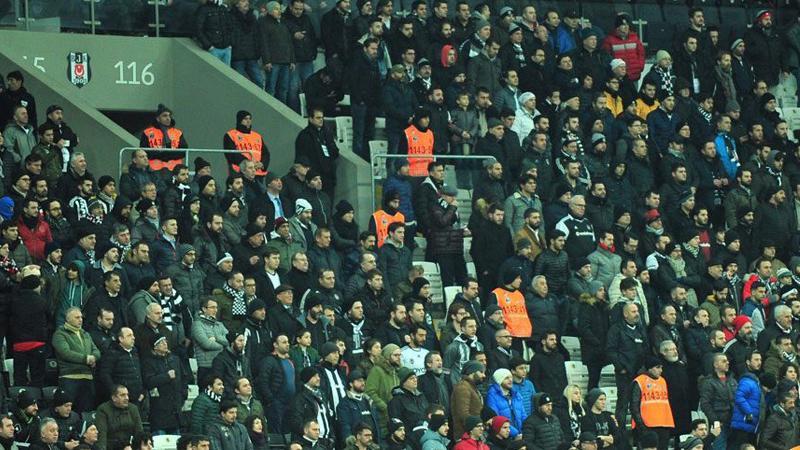 Vodafone Arena, 'İzmir Marşı'yla' inledi