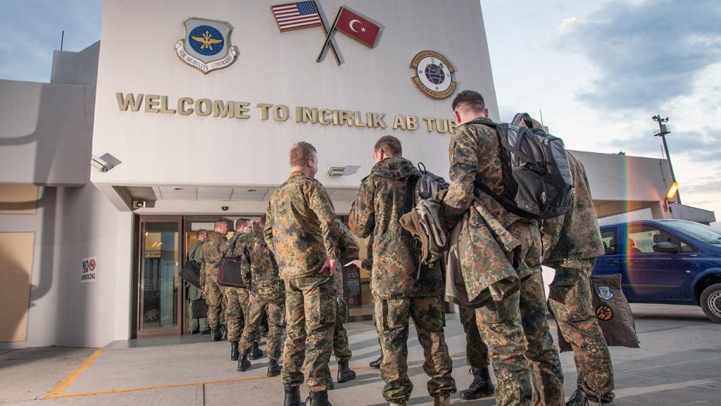ABD, YPG'nin yolunu İncirlik'ten açıyor