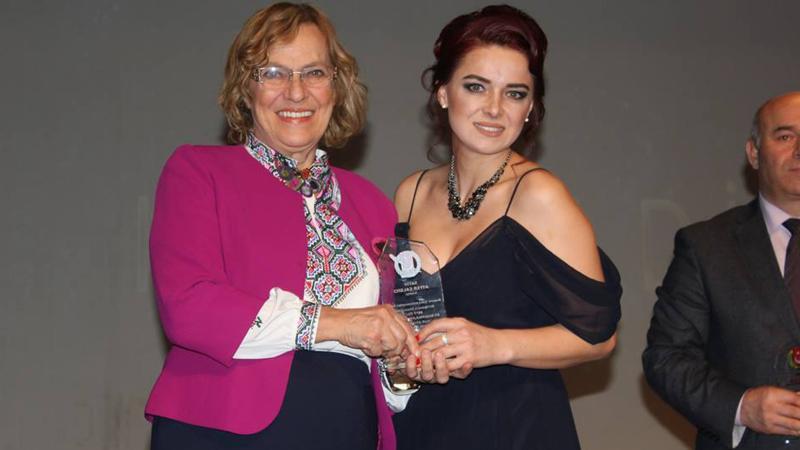 Yılın en iyi gazetecisi ödülü Şule Perinçek'e