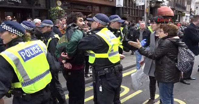Londra'daki terör protestosunda arbede