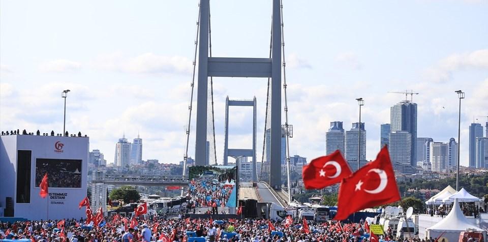 Vatandaşlar 15 Temmuz Şehitler Köprüsünde toplanıyor