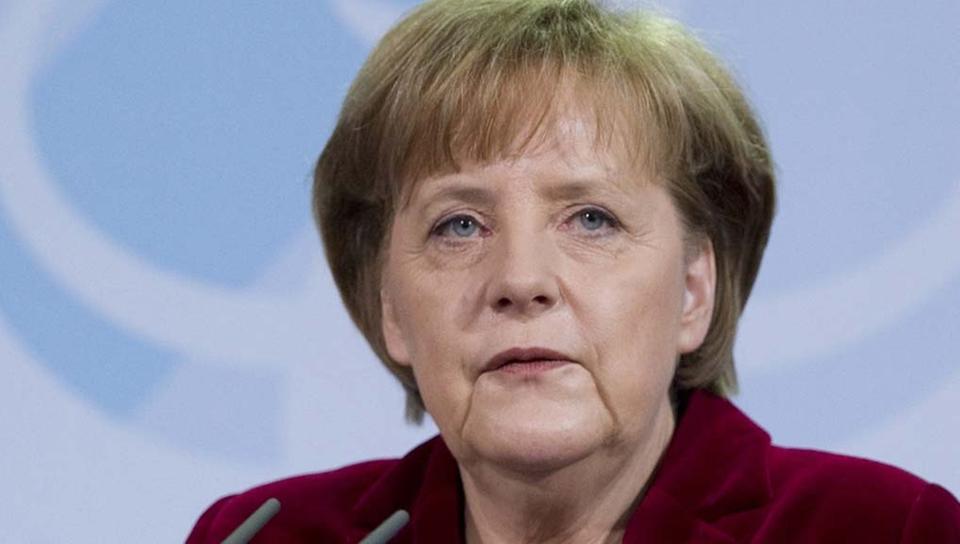 Angela Merkel'den Avrupa Ordusu açıklaması