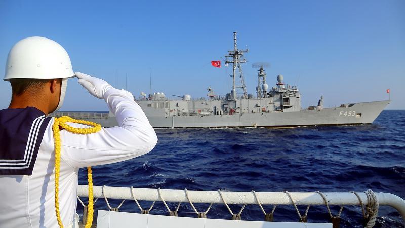 Doğu Akdeniz'de sular ısınıyor: TSK tatbikatı uzattı, Rum yönetimi acil toplandı!