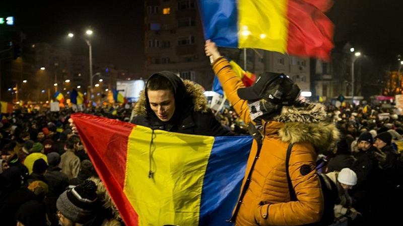 Romanya'da 'paralel devlet' protestosu