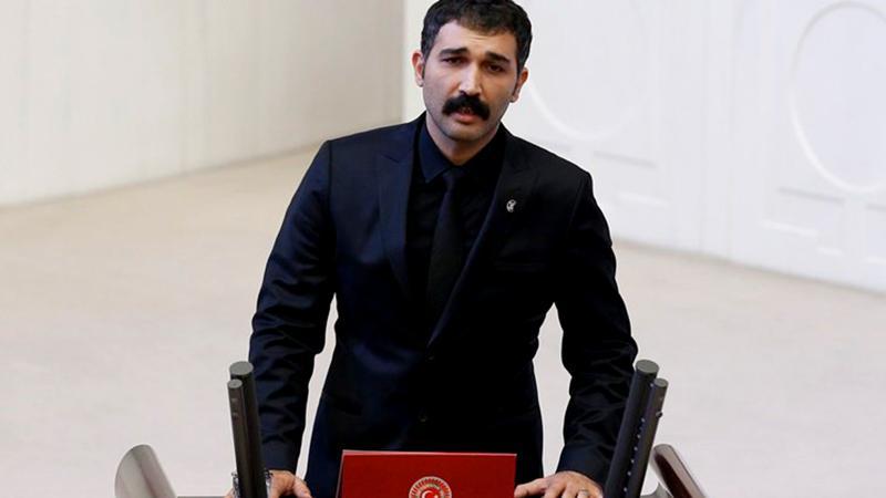 HDP'li Barış Atay Meclis'te yemin ederken yuhalandı