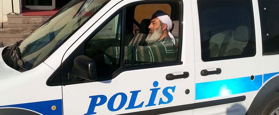 Sarıklı sakallı polis şaşkınlığı