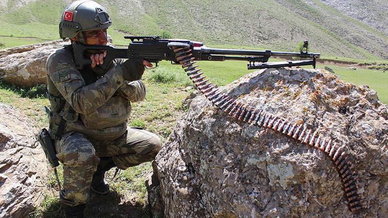 Gümüşhane'de PKK'lı grupla askerler arasında çatışma!