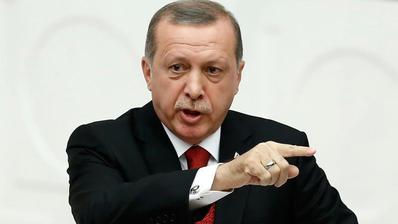 Erdoğan tek tip kıyafeti tanımladı: Darbeciler tulum, teröristler ceket pantolon giyecek