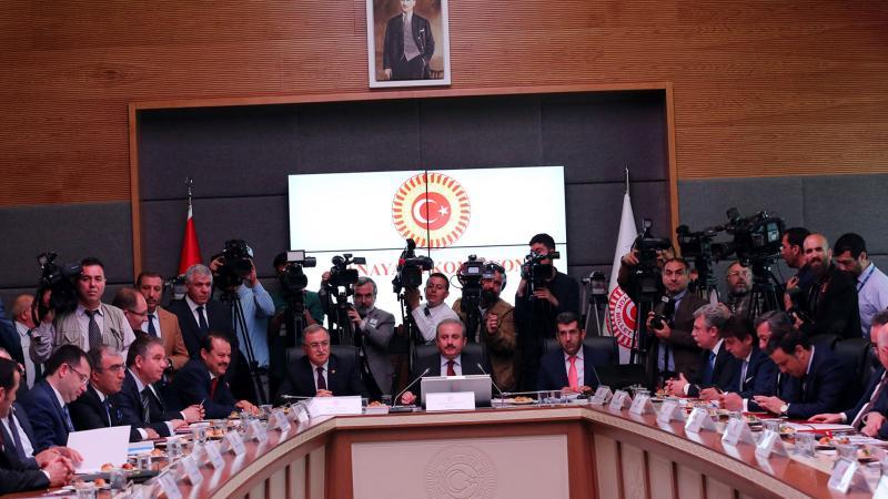 Erken seçim önerisi Anayasa Komisyonu'ndan geçti