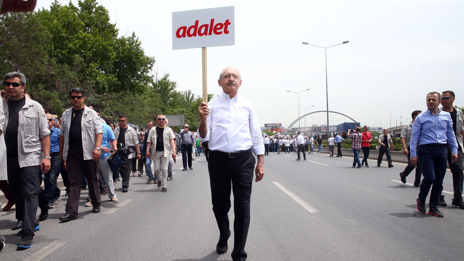 Sabahattin Önkibar : Soros'la değil Atatürk ile yürüyün!