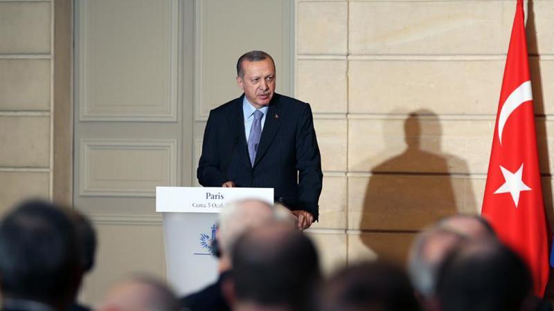 Erdoğan'dan Fransız gazeteciye sert cevap: FETÖ ağzıyla konuşuyorsun
