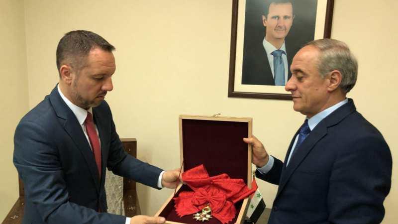 Beşar Esad, Fransa'nın verdiği onur nişanını iade etti
