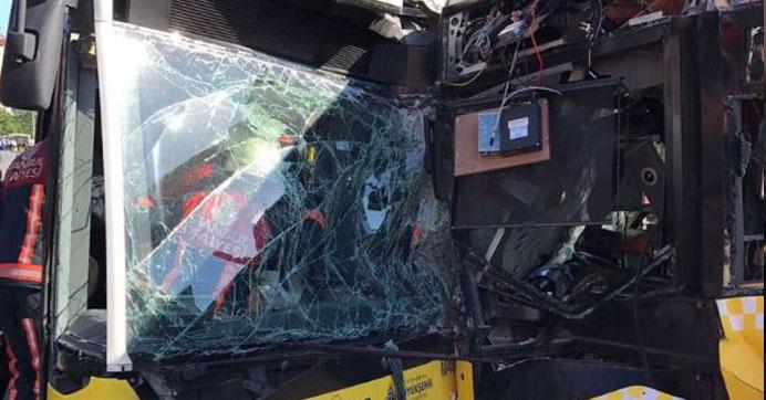 Metrobüs kazasında acı gelişme: Sürücü hayatını kaybetti!