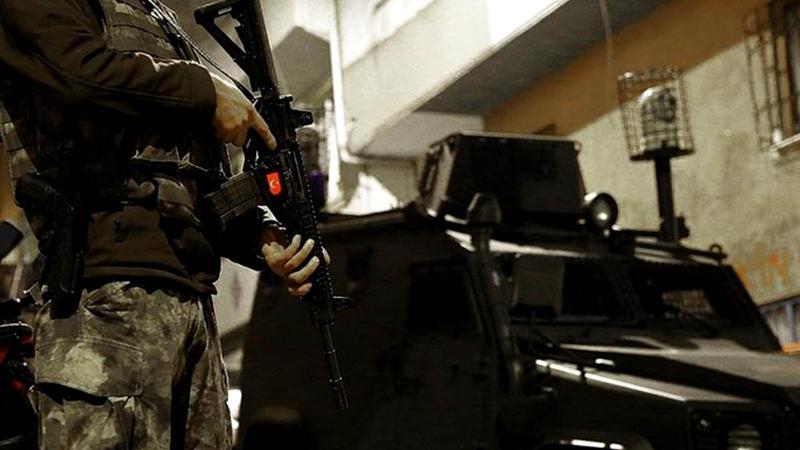 MİT ve Emniyet'ten ortak operasyon! 'Kırmızı Bülten'le aranan 2 IŞİD'li terörist yakandı