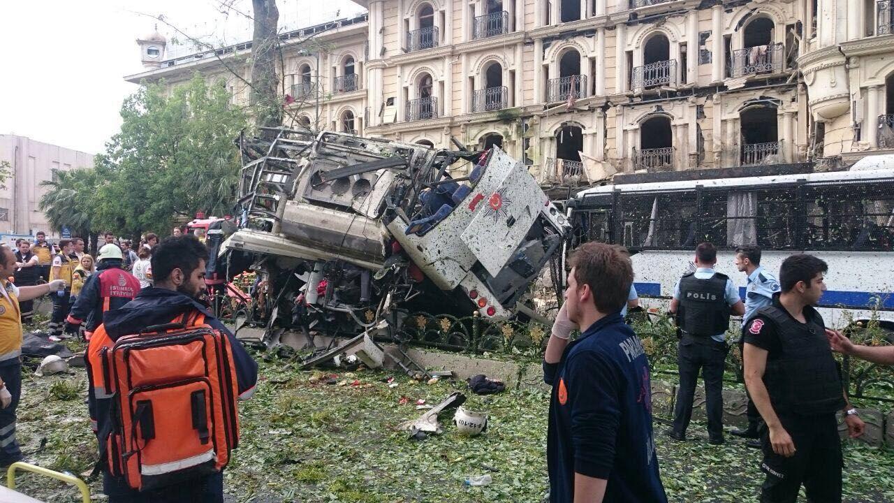 FLAŞ : Istanbul'da bomba yüklü araçla terörist saldırı