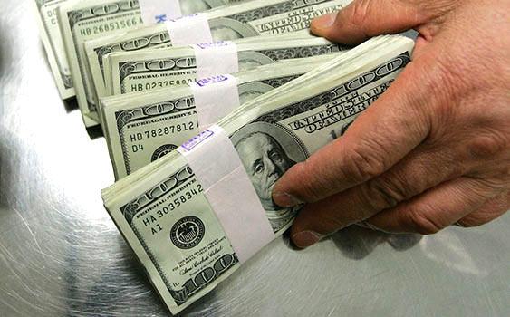 Dolar 3 ayın zivesinde