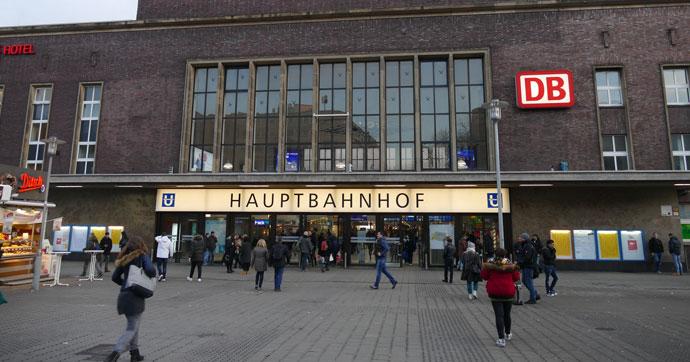 Almanya'da tren garında baltalı saldırı!.. Yaralılar var!