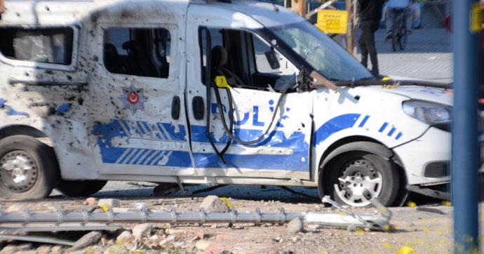 Mersin'de polis aracına bombalı saldırı!.. Yaralılar var!