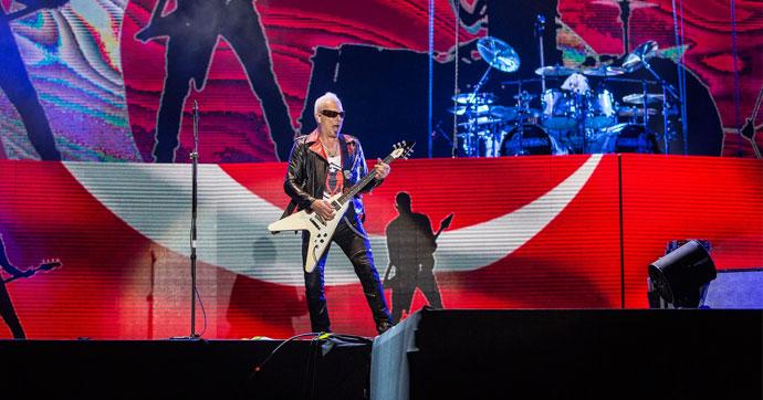 Scorpions'tan Türk bayrağı önünde muhteşem konser