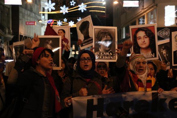 Kadınlar, kadına karşı şiddete dur demek için yürüdü